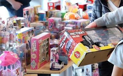 How To Donate Holiday Gifts To Families At Mhf University Of Minnesota Masonic Childrens Hospital